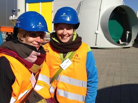 Wibke Brems und Sarah Simon im Offshore-Wind Hafen
